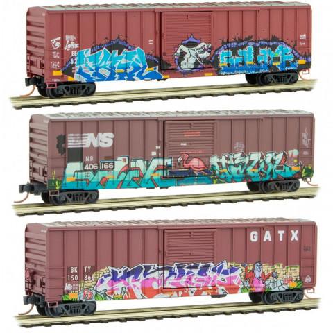 Micro-Trains N - Vagões Fechados, Envelhecidos e Grafitados - Kit
