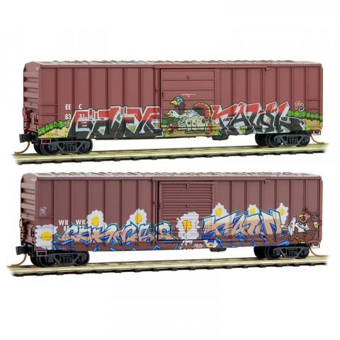 Micro-Trains N - Par de Vagões Fechados, Envelhecidos e Grafitados